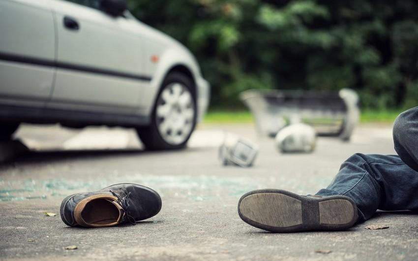 Abşeronda yolu keçən kişini avtomobil vurdu