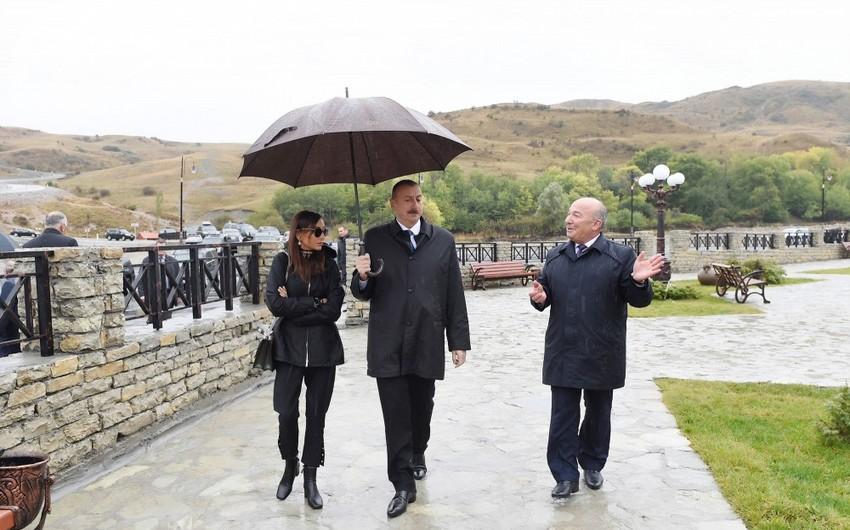 Prezident İlham Əliyev Şamaxının Dəmirçi kəndində görülən işlərlə tanış olub