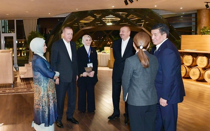 President Ilham Aliyev has joint dinner with heads of state and government who attend 7th Summit of Turkic Council