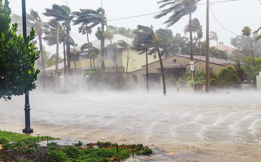 Three people killed as hurricane strikes US
