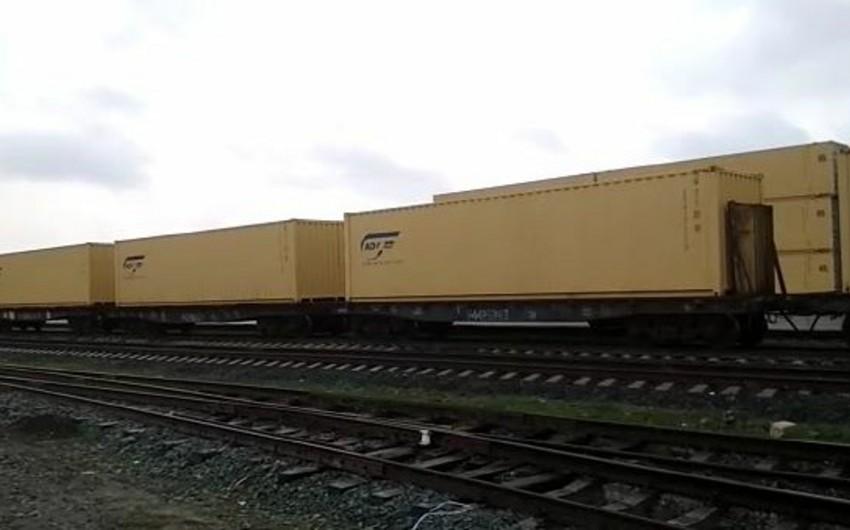 Karbamidin dəmir yolu ilə böyük kisələrdə konteynerlərdə daşınmasına başlanılıb