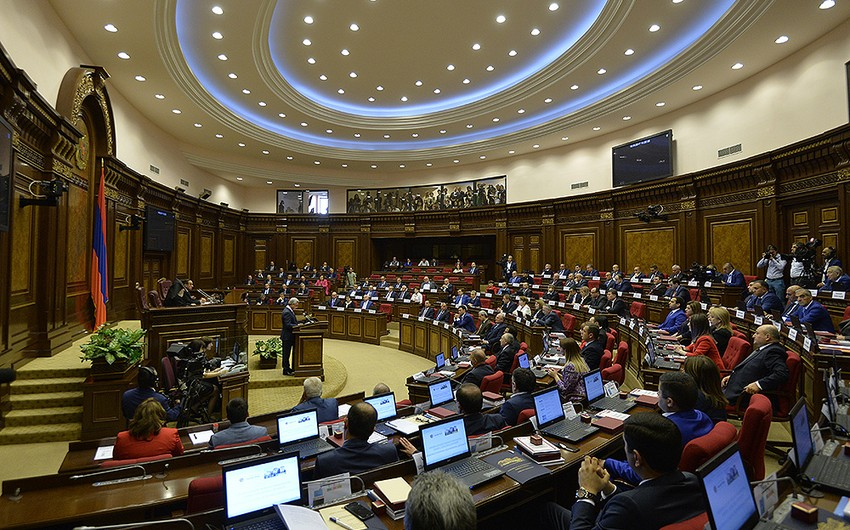 Ermənistanda daha bir deputat Paşinyanın parlament fraksiyasını tərk etdi