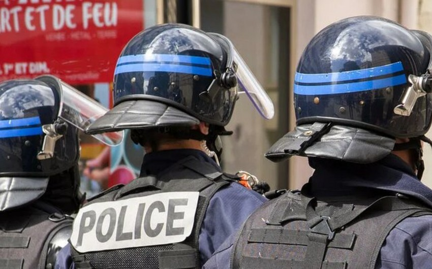 3 police officers suffer in riots in France