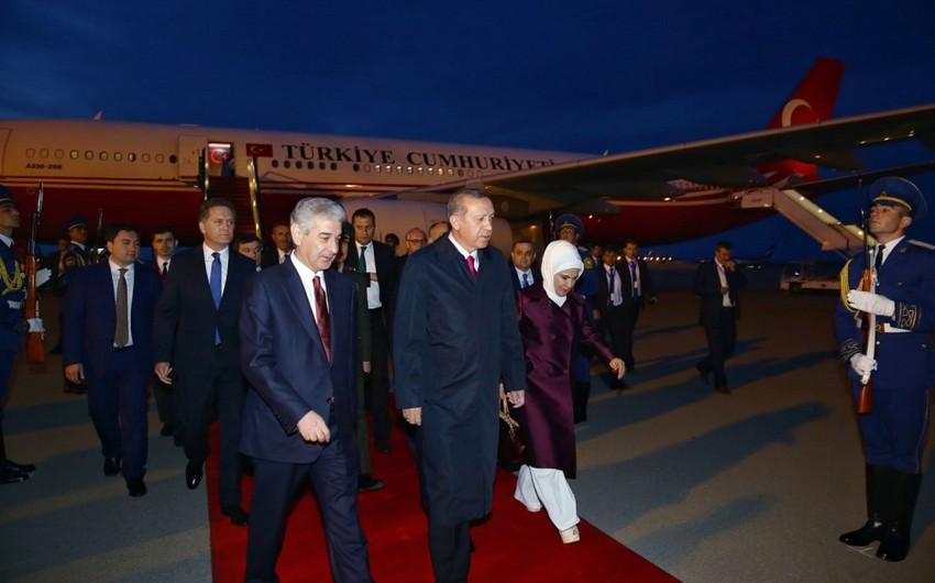 Türkiyə Prezidenti Azərbaycana işgüzar səfərə gəlib