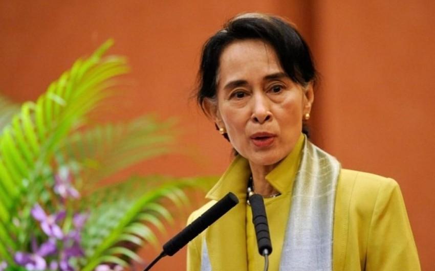 Myanma lideri Oksford mükafatından məhrum edilib