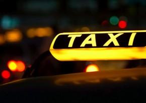 Bakıda taksi qəzaya düşdü, sərnişin yaralandı
