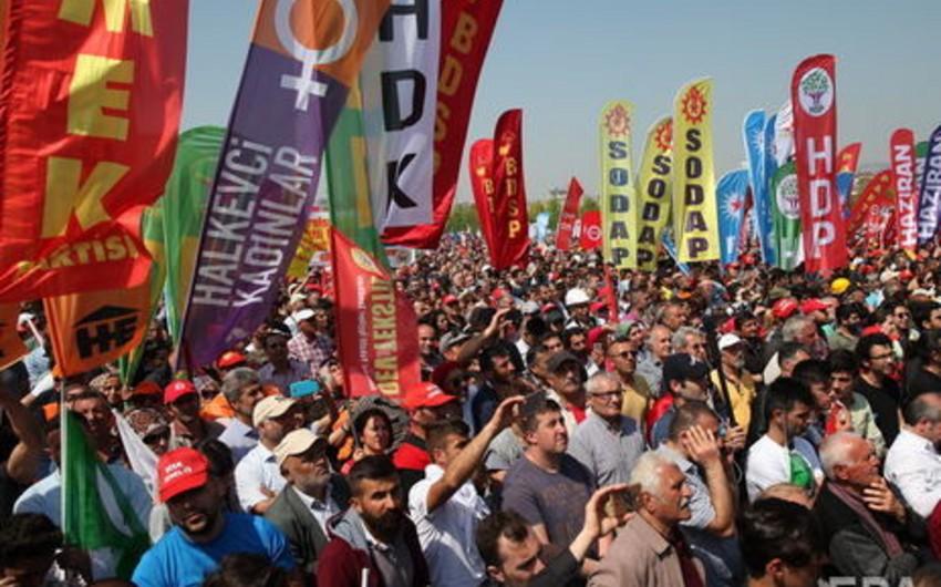 В Стамбуле задержали более 80 участников первомайской демонстрации - ВИДЕО