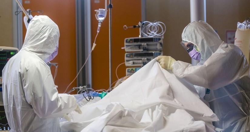 Britaniyada bir gündə 345 nəfər pandemiyanın qurbanı oldu