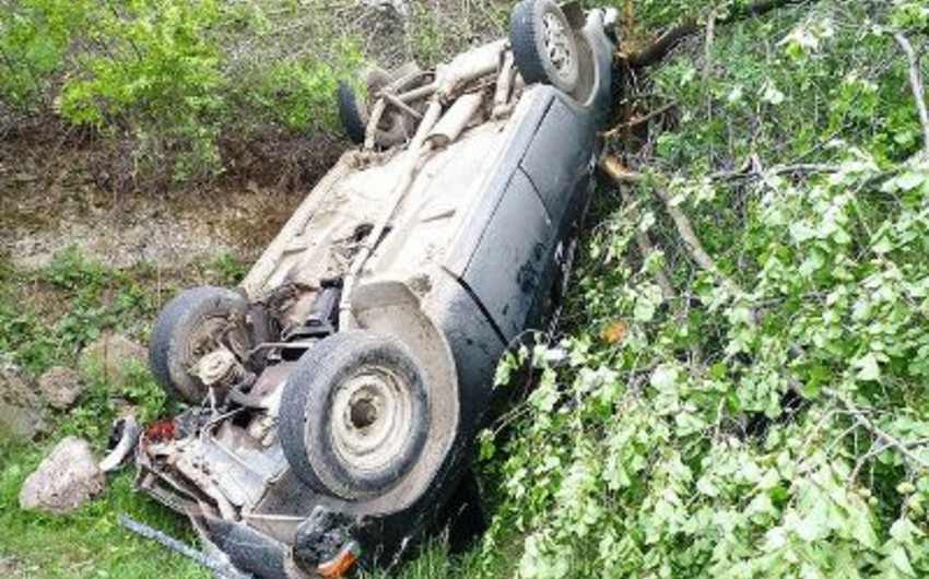 Ermənistanda hərbi maşın aşıb, bir nəfər ölüb