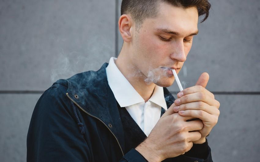 МВД: За курение на открытом воздухе ждет штраф в размере100 манатов