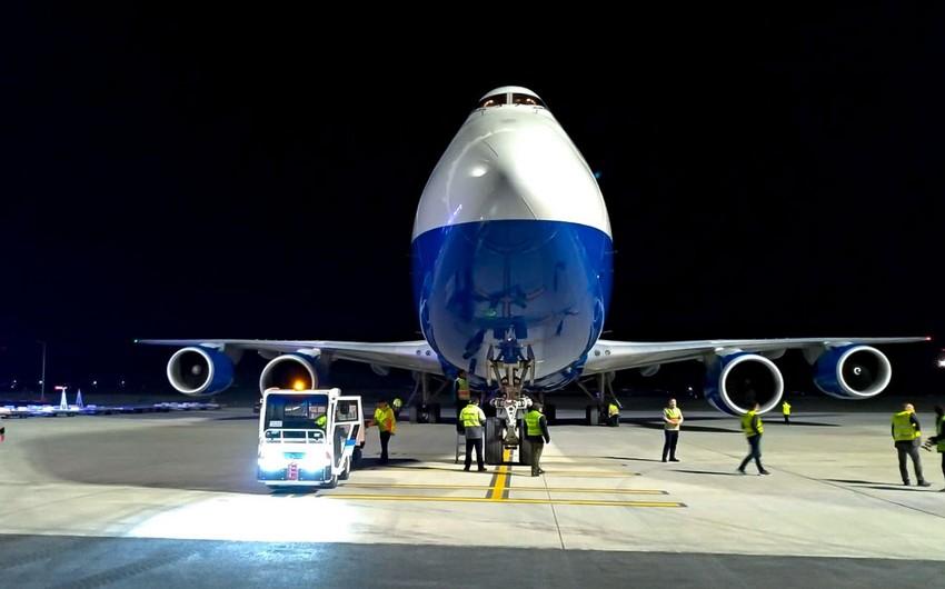"""Azərbaycanın """"Boeing 747"""" yük təyyarəsi ilk dəfə İstanbulun yeni hava limanına enib"""