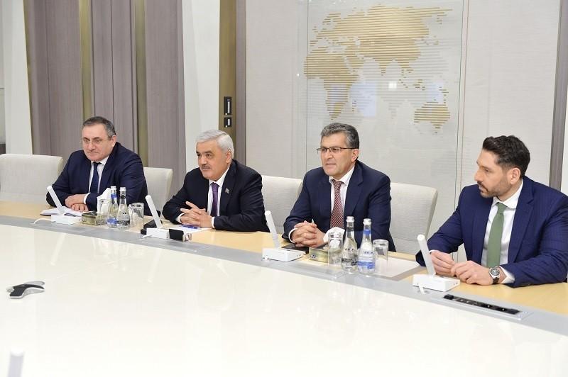 SOCAR-ın prezidenti Türkiyənin energetika və təbii sərvətlər naziri ilə görüşüb