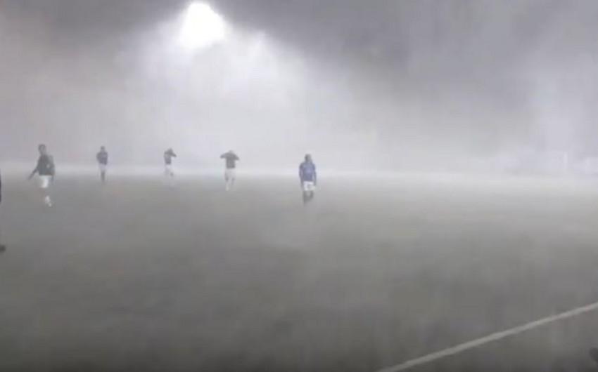 İslandiyada futbol matçı qar çovğunu səbəbindən yarımçıq qalıb - VİDEO
