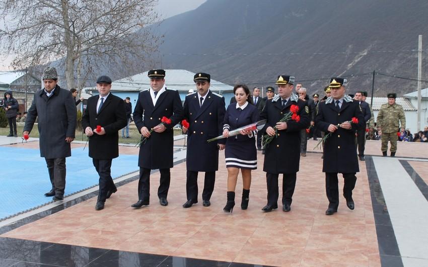 Goranboyda Xocalıdan olan polis əməkdaşları 26 Fevral soyqırımı qurbanlarını anıblar