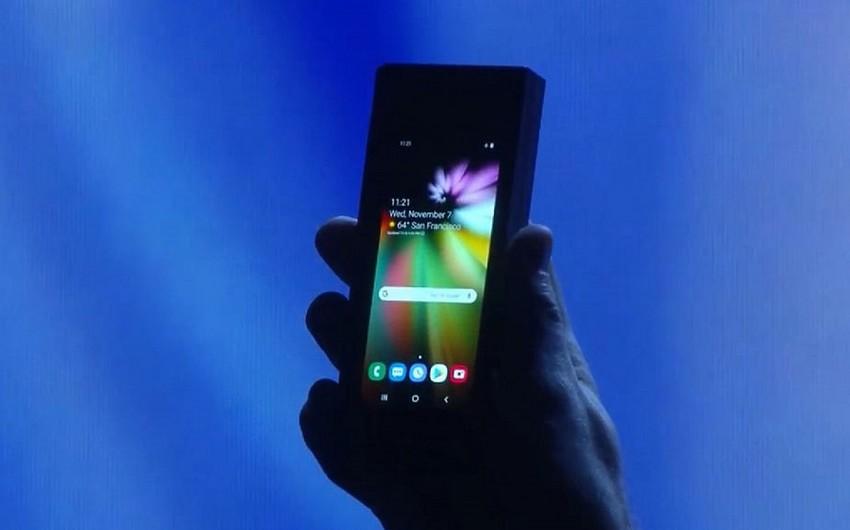 Samsung dünyada ilk qatlanan smartfonu təqdim edir