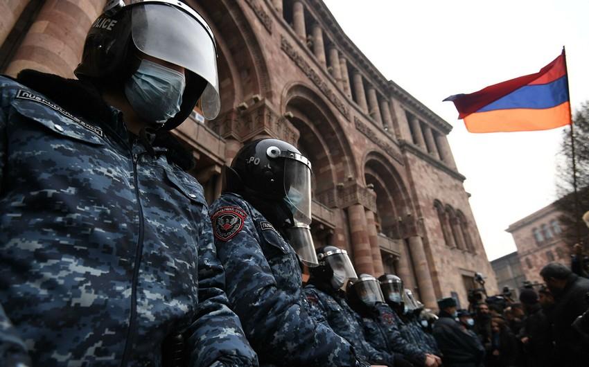 Yerevanda müxalifətin mitinqi başlayıb
