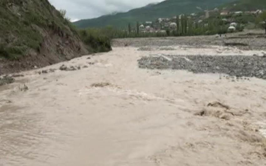 Şamaxıda güclü sel suları rayonun bəzi ucqar kəndlərlə əlaqəsini kəsib