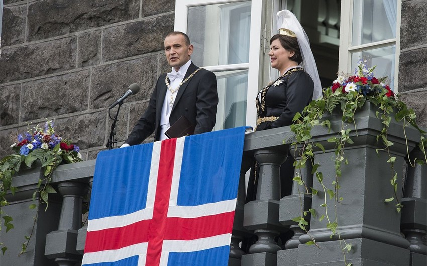İslandiyada yenidən tarix müəllimi prezident seçildi