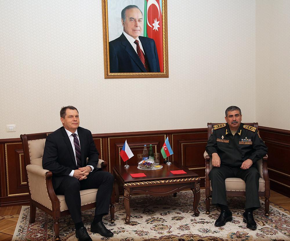 Azerbaijan Defense Minister met with Czech ambassador