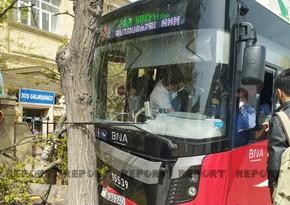 Автобус BakuBus врезался в дерево, есть раненые