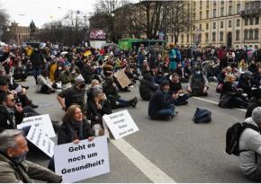Almaniyada etirazçılar 12 polis əməkdaşını yaraladılar