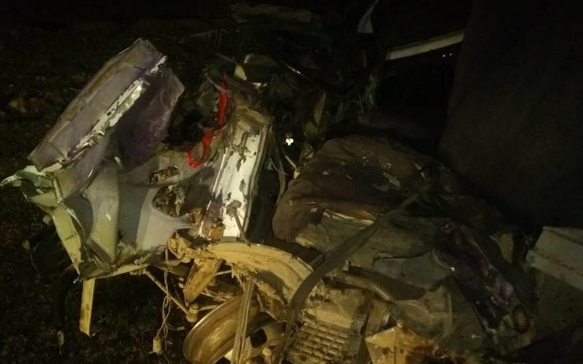В Гахе столкнулись микроавтобус и грузовой автомобиль - ВИДЕО