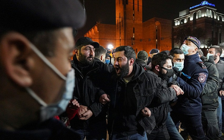 Оппозиционеры в Ереване ворвались в здание центральной префектуры
