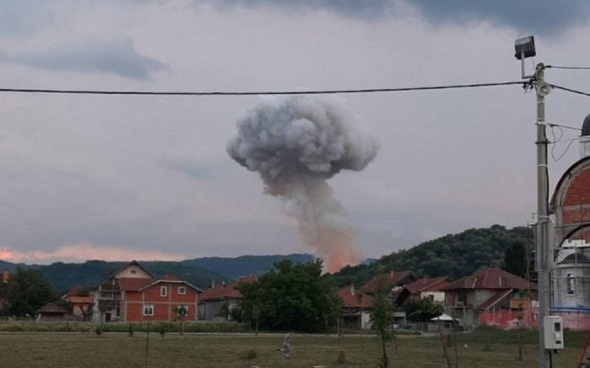 Serbiyada hərbi müəssisədə partlayış baş verib