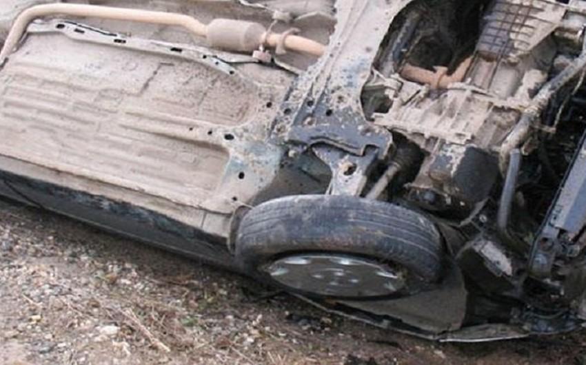 Göygöldə sərxoş sürücü avtomobilini aşırdı