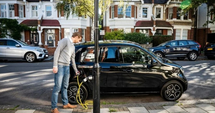 """""""Shell"""" Britaniyada elektromobillərin ən böyük enerjidoldurma şəbəkəsini alır"""