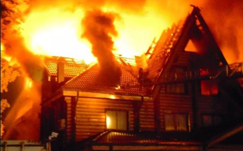 Biləsuvarda 4 yaşlı uşaq evdə yanaraq ölüb