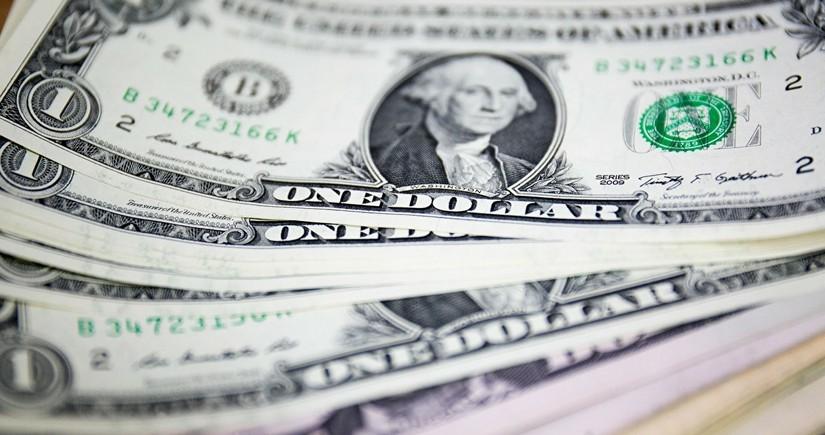 Доллар укрепляется в ожидании речи главы ФРС