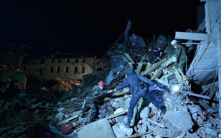 FHN: Gəncədə dağıntılar altından 17 nəfər çıxarılıb