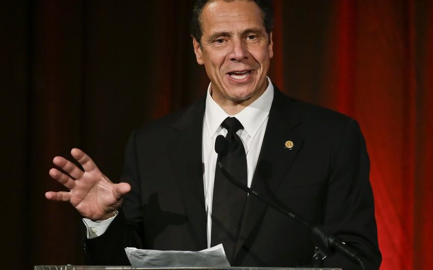 Nyu-Yorkun qubernatoru Donald Trampa miqrantların deportasiyasına ondan başlamağı təklif edib