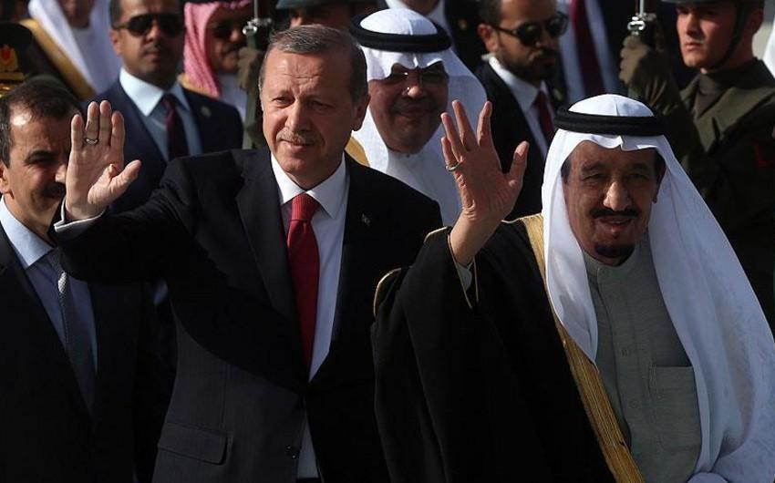 Король Саудовской Аравии прибыл в Турцию