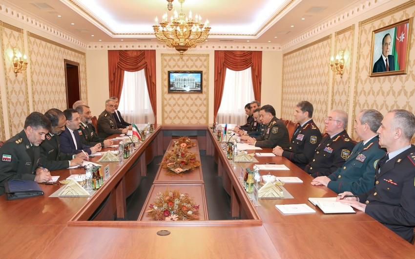 Ramil Usubov İranın Sərhəd Qoşunlarının komandanı ilə görüşüb