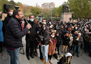Ermənistanda hakim partiya deputatlarının evləri qarşısında aksiyalar artır