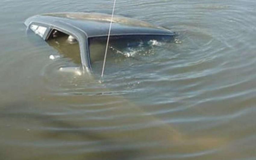 Saatlıda avtomobil su kanalına aşıb, sürücü ölüb - YENİLƏNİB