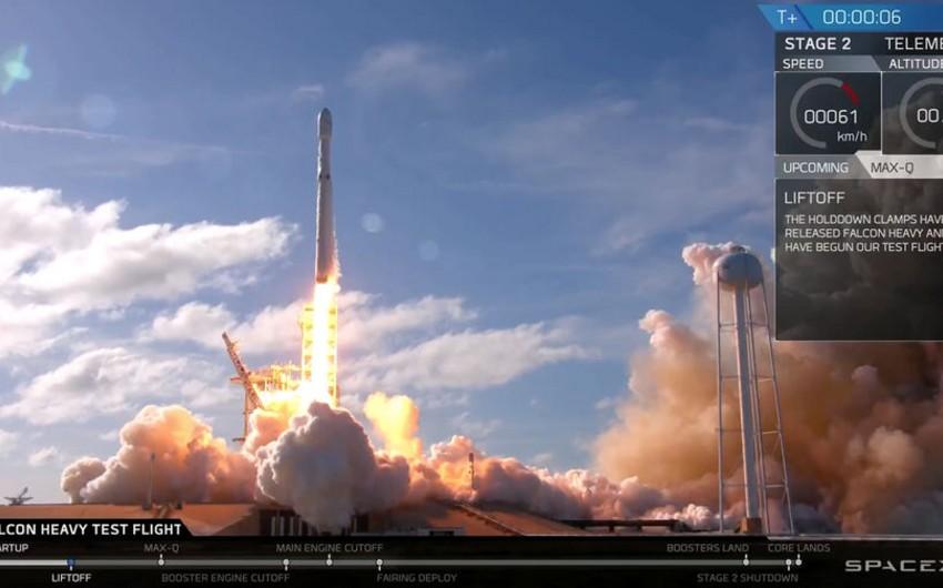 SpaceX запустила к Марсу ракету Falcon Heavy - ВИДЕО