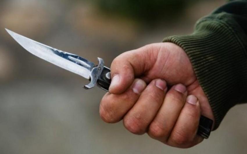 В Баку мужчина средних лет получил ножевые ранения в чайной