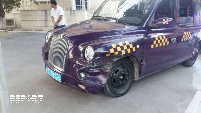 В Баку лондонское такси совершило аварию - ФОТО
