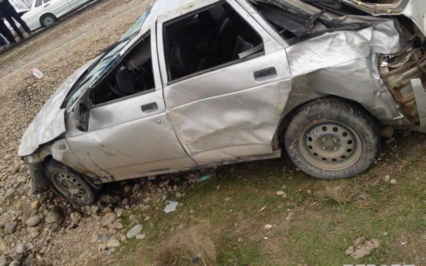 Sürücü törətdiyi qəzada ağır yaralandı