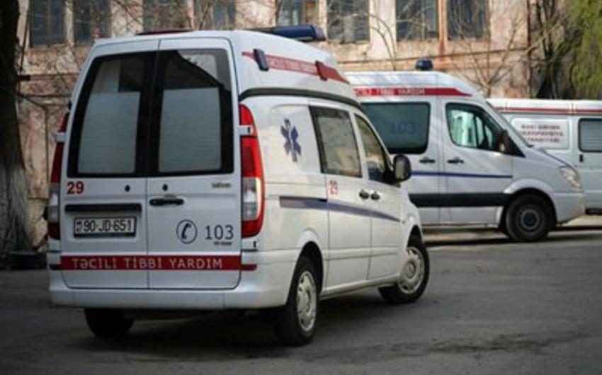 В Баку водитель, перенесший за рулем инфаркт, насмерть сбил работника банка
