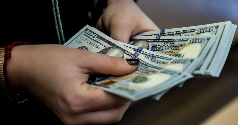 Azərbaycanda valyuta hərracında dollara tələb azalıb