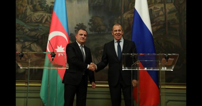 Главы МИД Азербайджана и России обсудили реализацию договоренностей по Карабаху