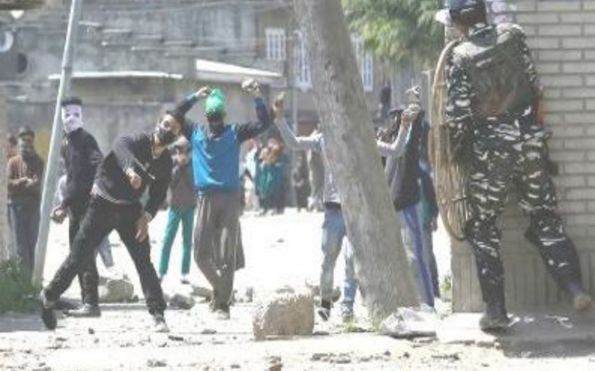 Hindistanda polis etirazçılara atəş açıb, azı 6 nəfər ölüb