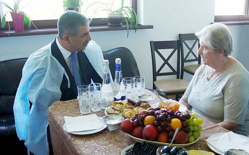 Azərbaycanın Müdafiə naziri Belarusda Anatoli Davidoviçin anasını ziyarət edib