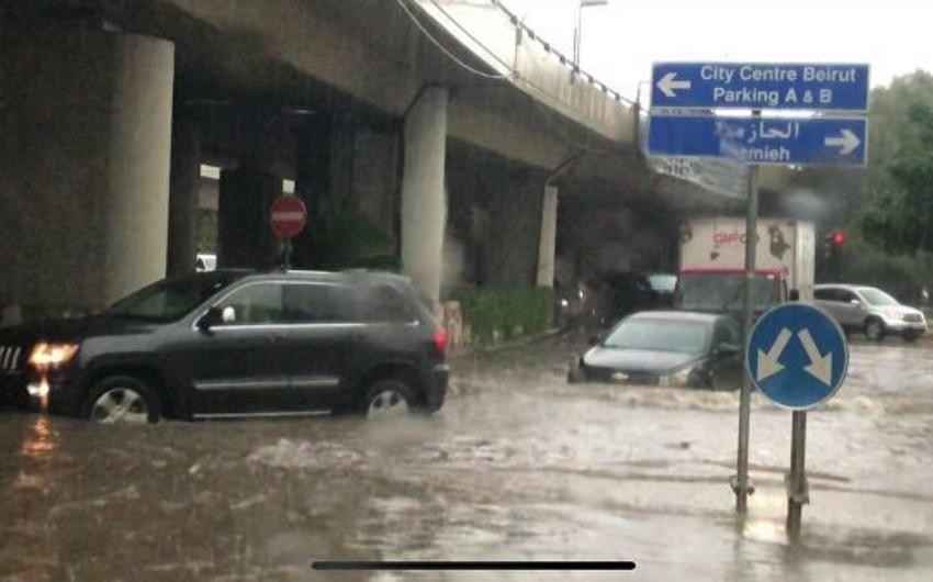 В Бейруте проливные дожди затопили улицы и подъезд к аэропорту