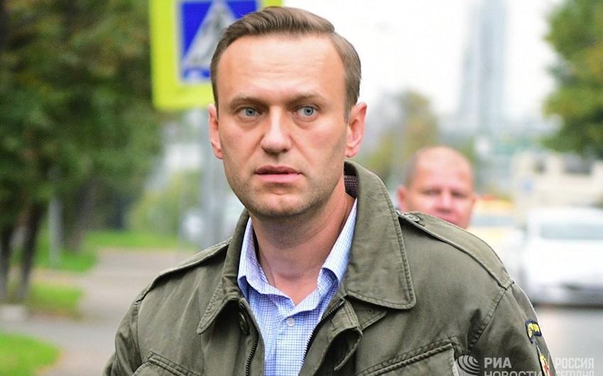 Aleksey Navalnı komadan ayılıb