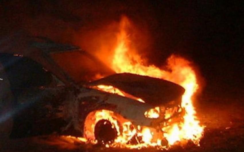 Bakıda BMW markalı minik avtomobili yanıb